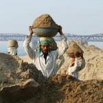 The Price of sand - Illegaler Sandabbau in Indien - Uganda und Sansibar haben keinen Sand mehr - Wer denkt schon daran, dass der Sand knapp wird?