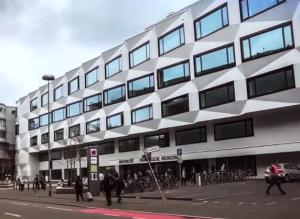"""""""Durchlöchern"""" Nestlé und UBS (Universal Bank Schweiz) die Lehr- und Forschungsfreiheit in der Schweiz wie einen Käse?"""