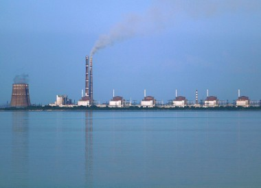 Zaporizhia, das größte Atomkraftwerk Europas im Südosten der Ukraine gelegen, am Ufer des Flusses Dnieper © Wikicommons