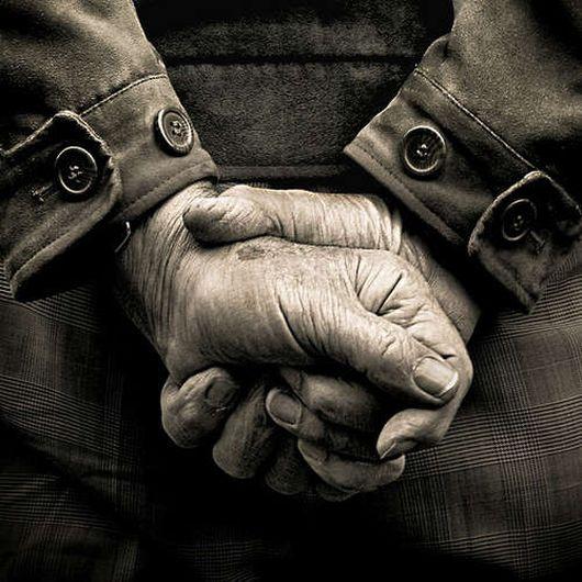 Ein alter Mann beschloss, nach dem Tod seiner Frau, ins Altersheim zu gehen...