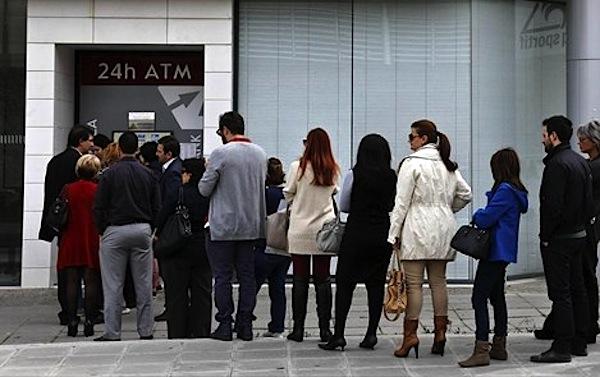 Das Geld der Griechen wurde verzockt – Praktische Geldautomaten