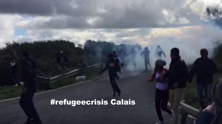 Calais – Im Niemandsland gefangen – Mit Tränengas und Schlagstöcken gegen Flüchtlinge