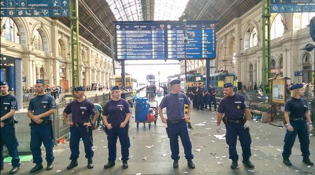 Chaos in Budapest inmitten der Flüchtlingskrise in Europa – Russland hilft Serbien