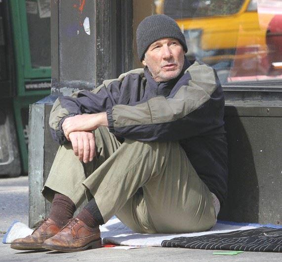 Obdachloser – Wären Sie an diesem Mann auch vorbei gelaufen?