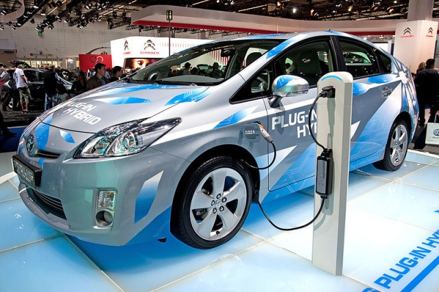 Electric_Vehicle_(EV)_used_as_an_alternative_of_energy_conservation_of_oil