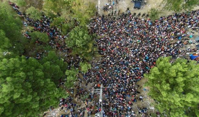 Macedonia Closes Border