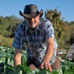 Der mit der Dürre tanzt –  Könnte es sein, dass ein umstrittener kalifornischer Landwirt die wirksamste Methode gefunden hat, Nutzpflanzen in einem sich erwärmenden Klima anzubauen? The Drought Fighter