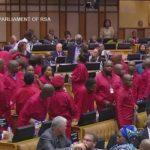 South African - BIG BIG Fight In Parliament - Proteste in Südafrika gegen Präsident Jacob Zuma wegen Korruption
