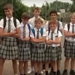 Britische Schüler tragen Röcke aus Protest gegen Shorts-Verbot – UK boys wear skirts to school to protest ban on short pants