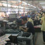 Wenn Spielzeug zur Qual wird  - China ist weltgrößter Spielzeughersteller - gefährliche Chemikalien incl. - Peek inside China's 'X'mas village' in Yiwu