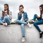 Liken darf nicht zum Leiden werden - Wenn Social-Media süchtig machen - rund 100.000 Teenager in Deutschland betroffen.