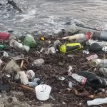 "Nach Stürmen ""Tonnenweise Müll"" an kalifornischen Stränden! - 'Tons of trash' on California beaches after storms !"