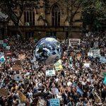 Fridays For Future! Nennen wir es doch nicht Schulschwänzen, sondern Bildung! Wir Erwachsene vermüllen, zertrampeln und vergiften die Erde! #ClimateStrike