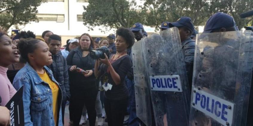 Europa erpresst Afrika mit einem rücksichtslosen Freihandelsabkommen – und afrikanische Frauen werden mit Tränengas beschossen!