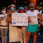Portlands 'Wall of Moms': Gewaltfreier Widerstand von Müttern gegen Angriffe von Trumps-Regierung auf friedliche Demonstranten