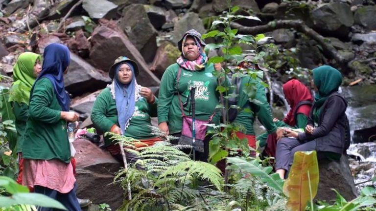 Frauen suchen männer in indonesien