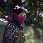 Vergewaltigung, Missbrauch auf Palmölfeldern in Verbindung mit Top-Kosmetikmarken-Big Cosmetic Brands Silent After Sexual Abuse Allegations on Palm Oil Plantation